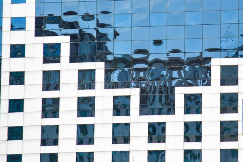 Parte anteriore della finestra di una costruzione moderna fotografia stock