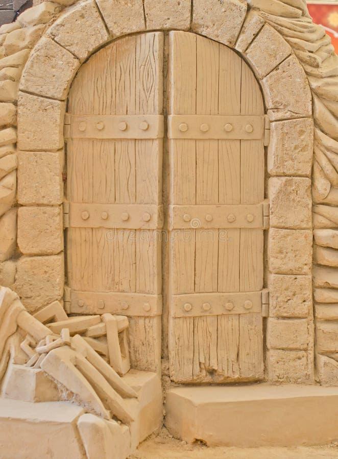 Download Parte Anteriore Della Porta Antica. Fotografia Stock - Immagine di scuro, nerezza: 30828138