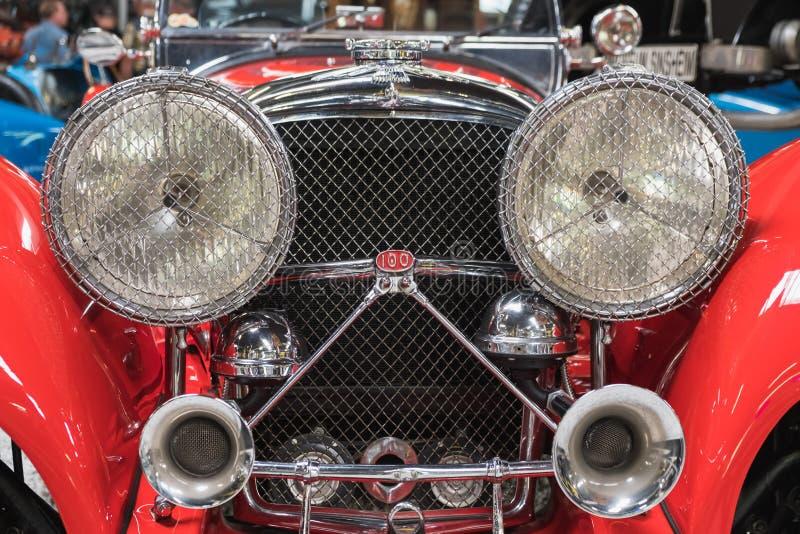 Parte anteriore di Jaguar rosso ss 100 1938 immagine stock