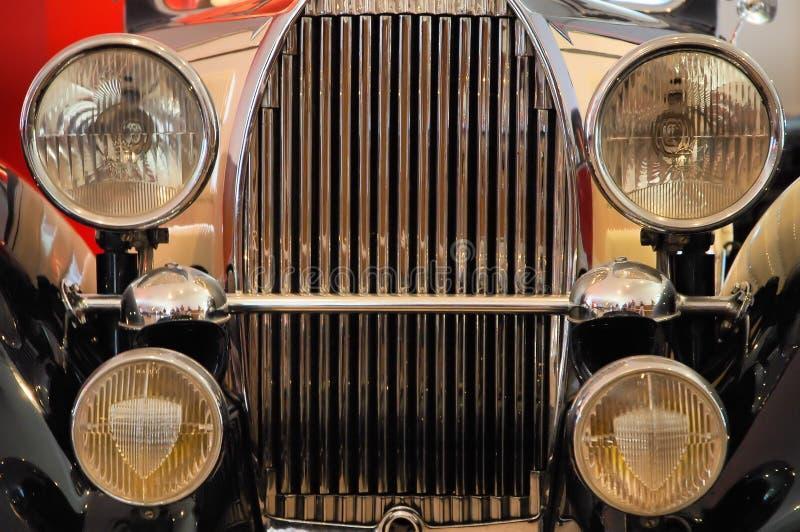 Download Parte Anteriore Di Vecchia Automobile Di Lusso Immagine Stock - Immagine di retro, specchio: 3875861