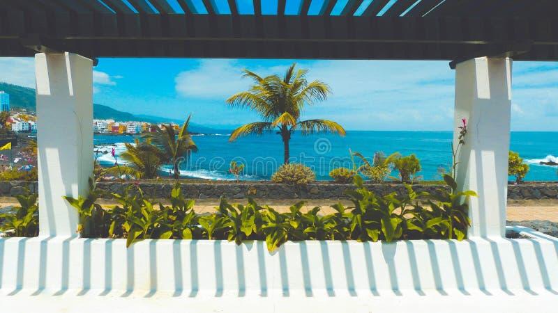 Parte anteriore pubblica del banco la spiaggia immagine stock libera da diritti