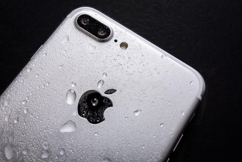 Parte bagnata di iPhone 7 immagine stock libera da diritti