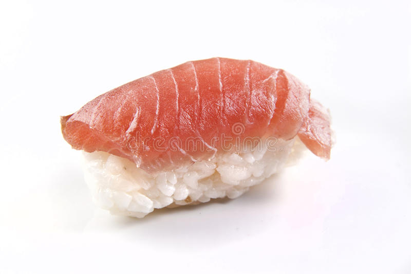 Parte crua de sushi de Nigiri com arroz e salmões imagens de stock royalty free
