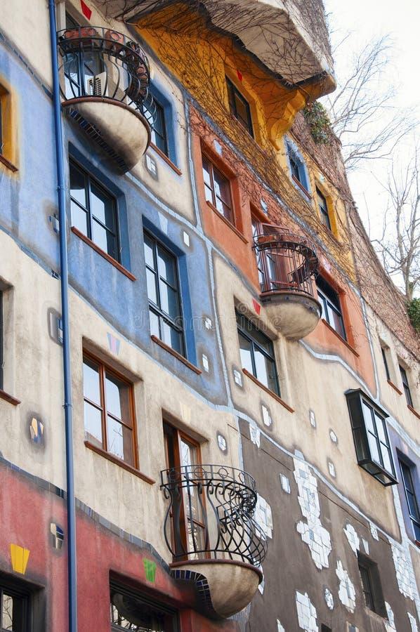 Parte da casa de Hundertwasser em Viena foto de stock royalty free