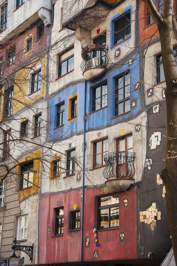 Parte da casa de Hundertwasser em Viena imagens de stock