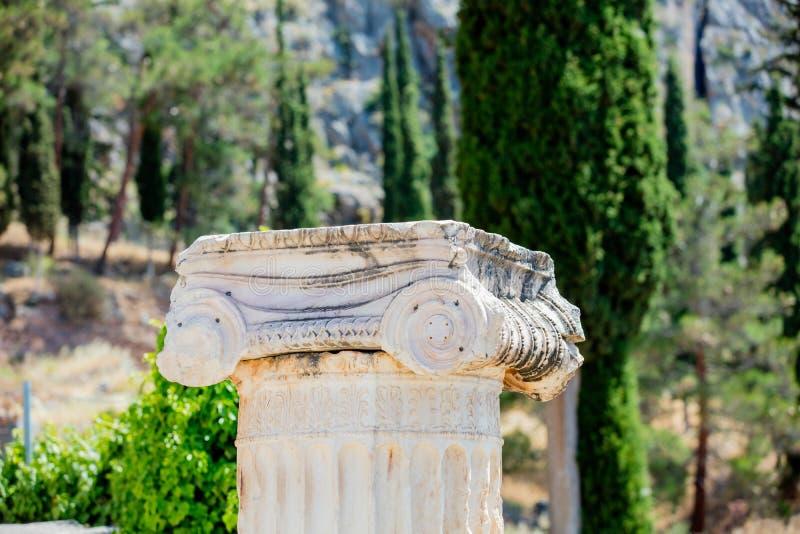 Parte da coluna de pedra velha em exterior fotos de stock