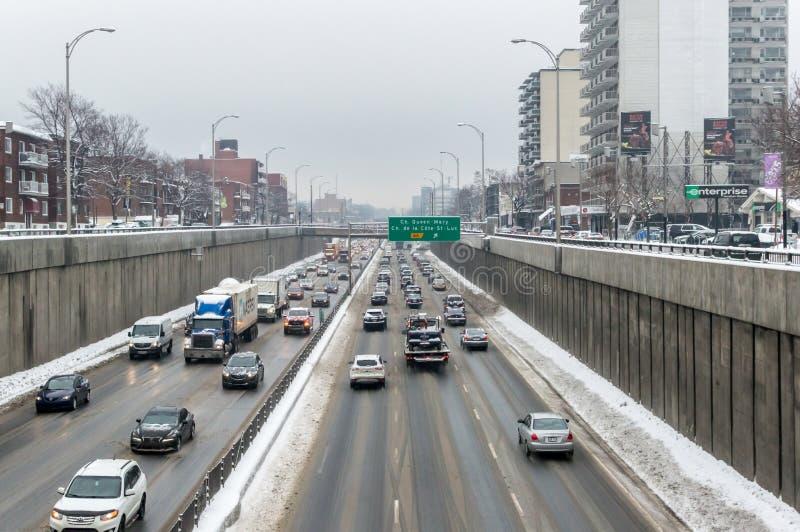 A parte da estrada de Decarie na ilha de Montreal fotografia de stock royalty free
