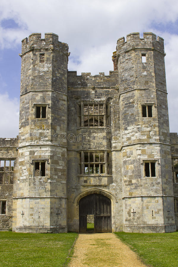 Parte das ruínas antigas do século Tudor Titchfield Abbey de the13th em Titchfield, Fareham em Hampshire na floresta nova no S foto de stock