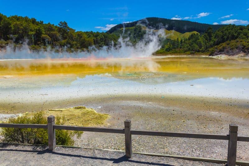 """Parte de Champagne Pool en Wai-O-Tapu o el país de las maravillas termal Rotorua Nueva Zelanda del †sagrado de las aguas """" imagenes de archivo"""
