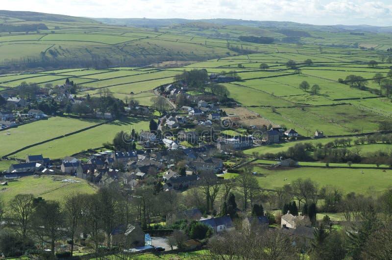 Parte de Eyam cercada pelo campo de Derbyshire fotografia de stock