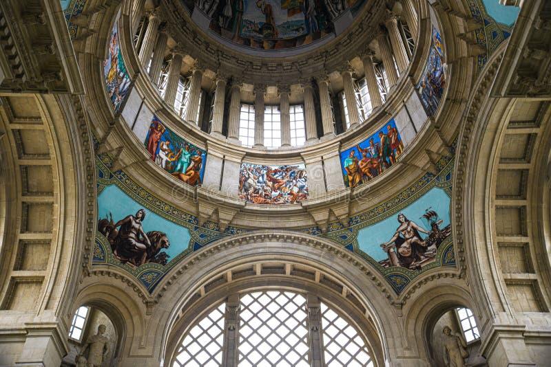 Parte de la bóveda, ventanas, frescos antiguos en Art Museum nacional de Cataluña imágenes de archivo libres de regalías