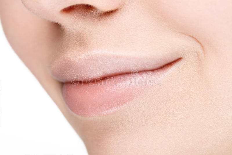 Parte de la cara con los labios llenos hermosos sin maquillaje foto de archivo