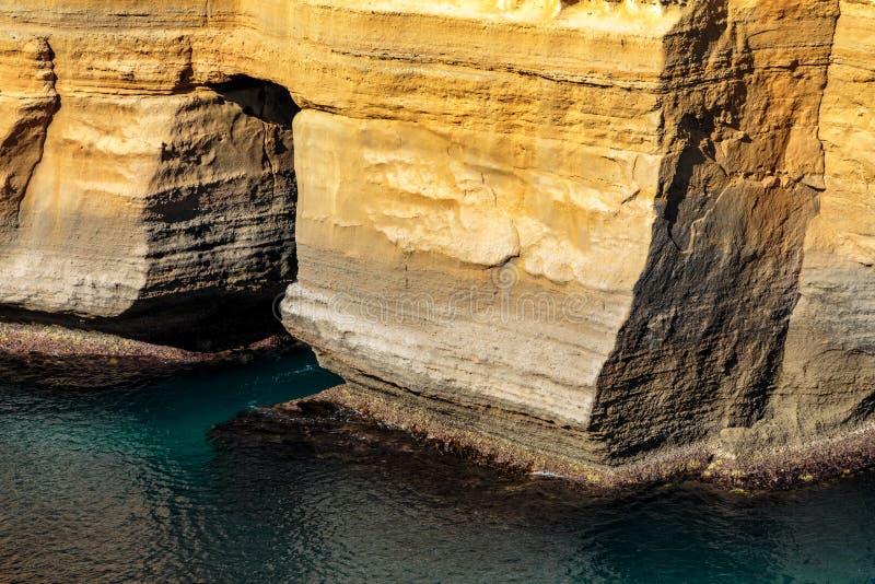 Parte de las pilas en los doce apóstoles, Campbell portuaria, gran camino del océano, Victoria, Australia imagen de archivo
