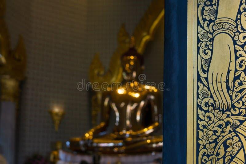 Parte de las ventanas y del world& x27; el st más grande de Buda del oro sólido de s imagen de archivo