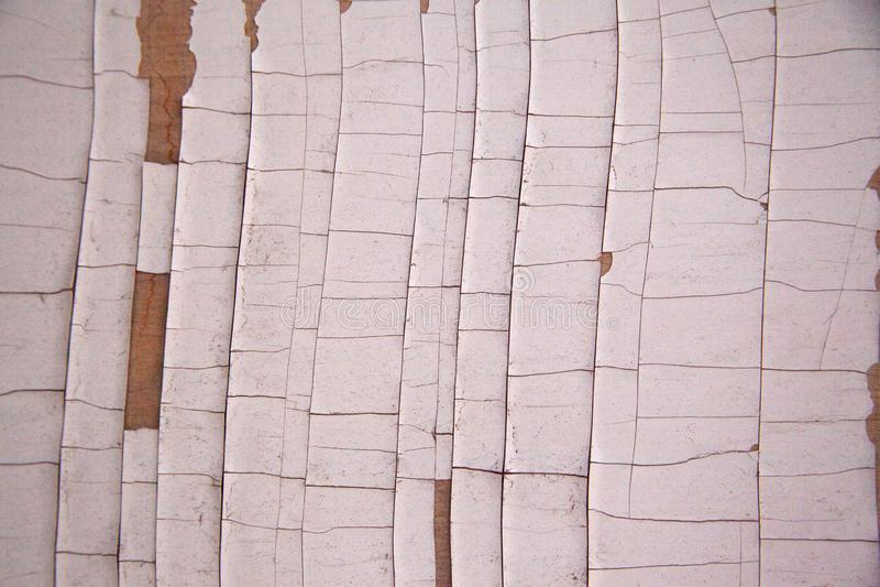 Parte de madeira branca com pintura rachada e lascada fotografia de stock royalty free