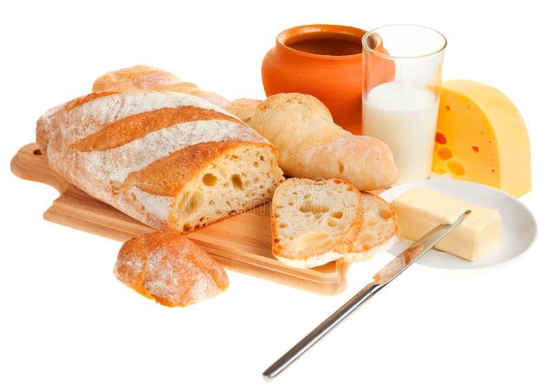 Parte de manteiga, de pão e de uma faca fotos de stock royalty free