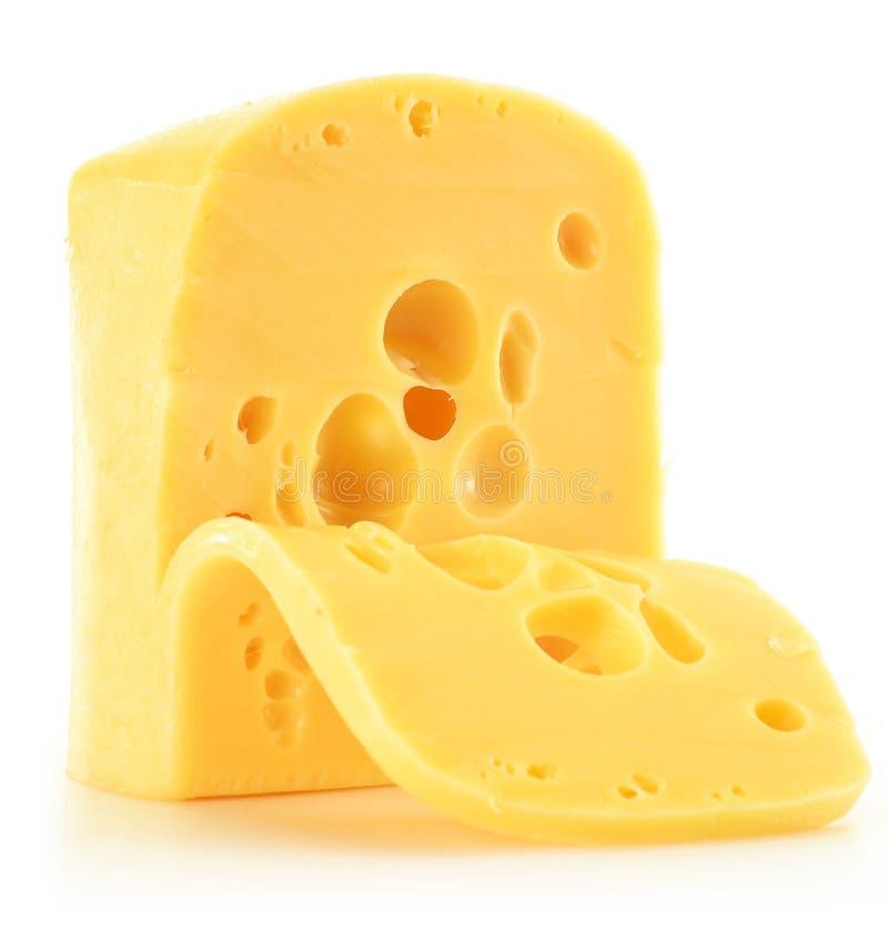 Parte de queijo isolada no branco foto de stock
