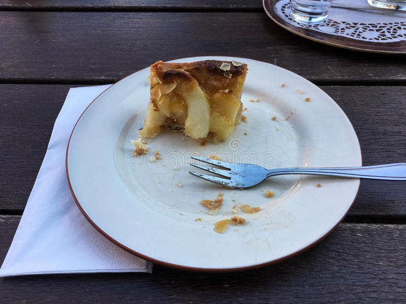 Parte de torta de maçã quase comida fotografia de stock royalty free