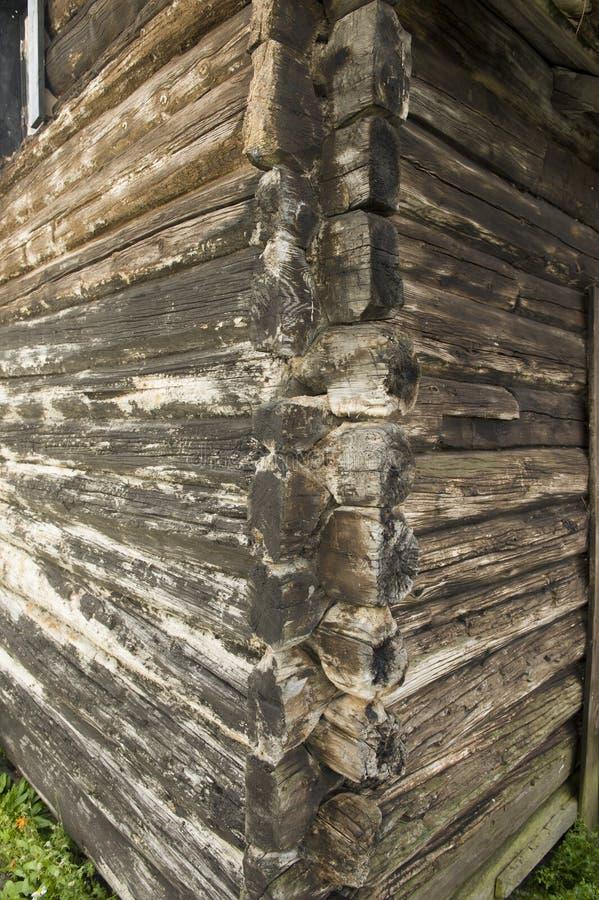 Parte de una casa de madera típica en Noruega imagenes de archivo