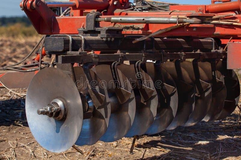 Parte del coltivatore, acciaio, dischi rotondi in una fila fotografia stock