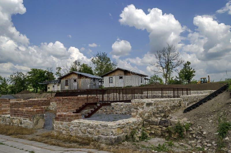 Parte del complejo romano antiguo Abritus del peristilo de la ciudad imagenes de archivo