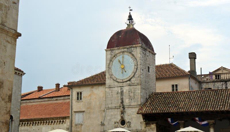 Parte del comune - il Palace di duca in vecchia città, bella architettura, giorno soleggiato, Traù, Dalmazia, Croazia immagini stock