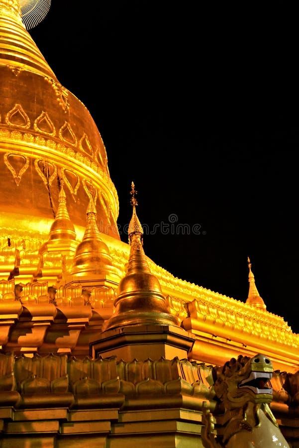 Parte del di Maha Wizaya Pagoda alla notte immagine stock libera da diritti