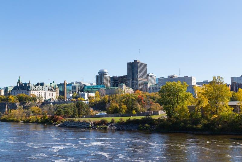 Parte del horizonte de Ottawa durante el día foto de archivo
