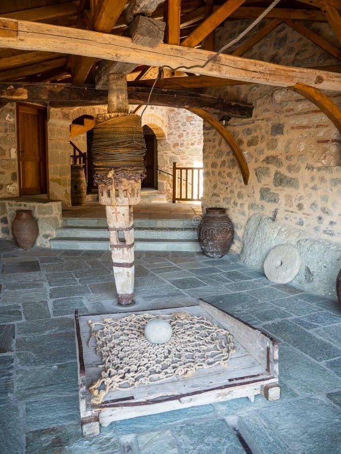 Parte del meccanismo per la gente ed i prodotti di sollevamento nel monastero della trinità santa in Meteora, Grecia immagini stock