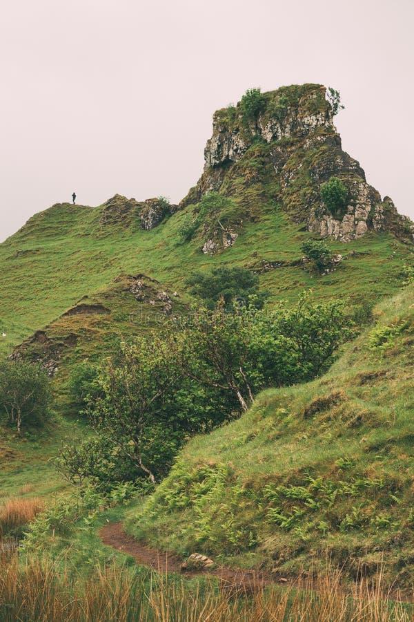 Parte del paesaggio surreale alla valletta leggiadramente, isola di Skye fotografie stock
