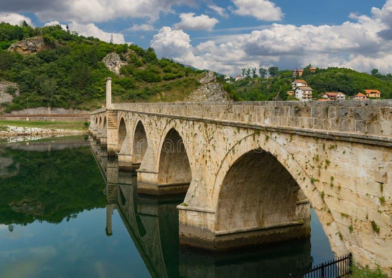Parte del ponte di Mehmed Pasa Sokolovic dell'ottomano fotografia stock