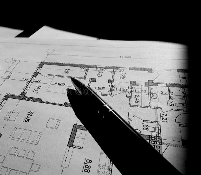 Parte del proyecto arquitect?nico aislada en fondo negro imagen de archivo