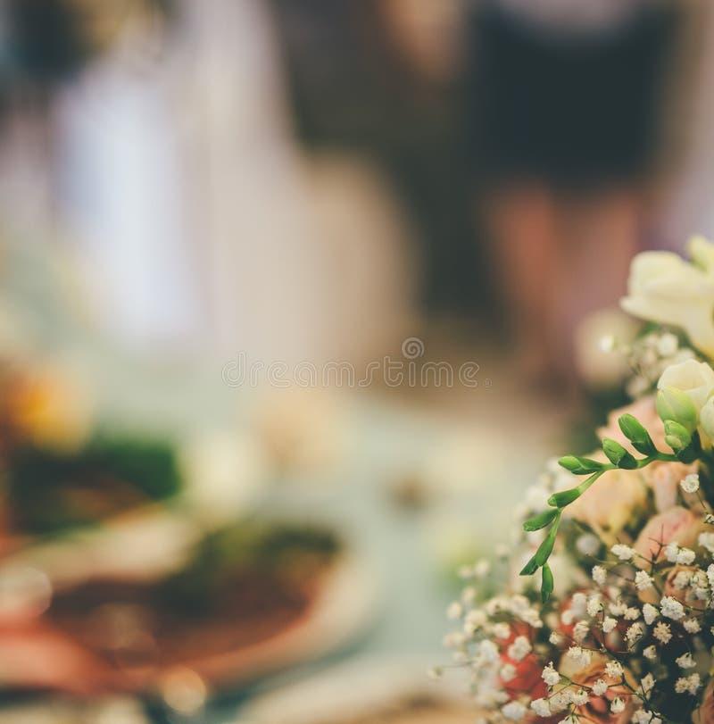 Parte del ramo de la boda con el fondo borroso imagen de archivo libre de regalías
