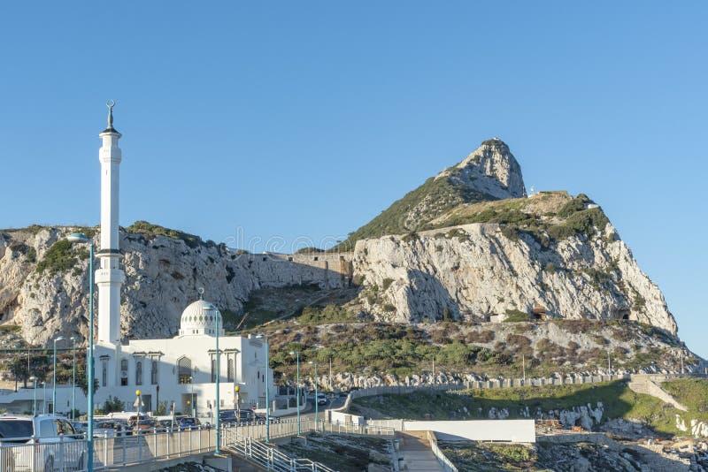 Parte del sur de Gibraltar con la mezquita imagen de archivo