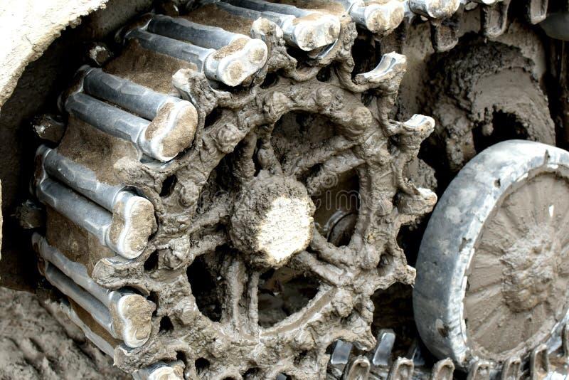 Parte del trattore a cingoli del ferro di carro armato per movimento nei posti difficili Macchina di guerra fotografia stock