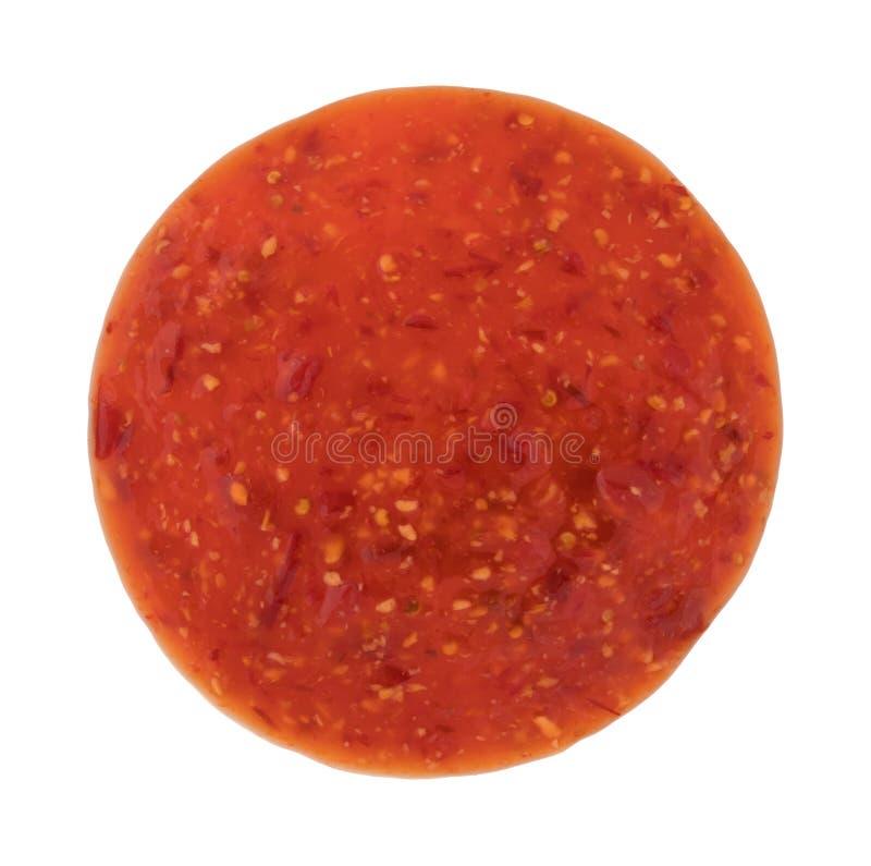 Parte della salsa del pollo del peperoncino rosso su un fondo bianco immagini stock