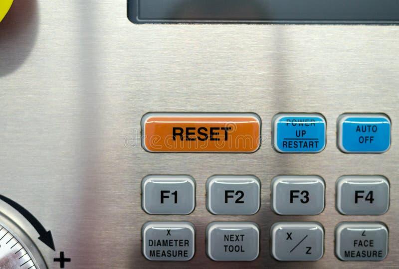 Parte della tastiera della macchina di CNC Il bottone di RISISTEMAZIONE fotografie stock