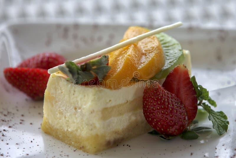 Parte della torta con la fragola fotografia stock