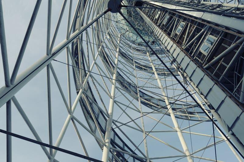 Parte di una costruzione d'acciaio del metallo Struttura conica di costruzione immagine stock libera da diritti