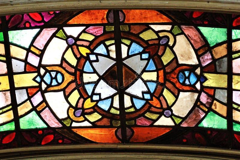 Parte di una finestra di vetro macchiato fotografie stock