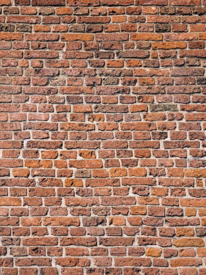Parte di vecchia muratura medievale del mattone della parete immagine stock