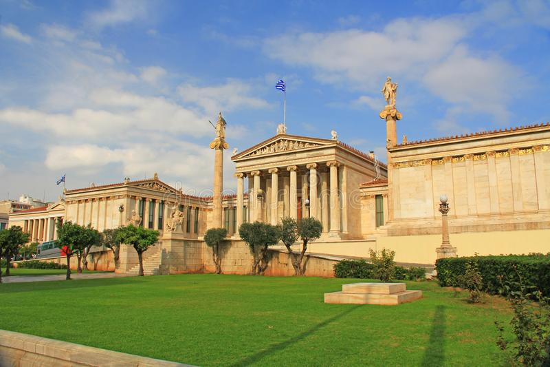 Parte dianteira da academia nacional das artes em Atenas, Grécia foto de stock royalty free