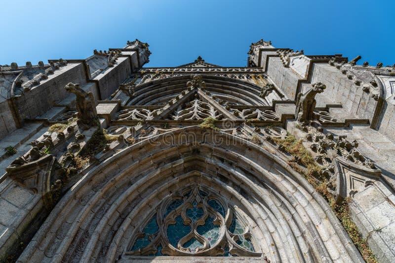 Parte dianteira da igreja de St Leonard de Fougeres imagem de stock royalty free
