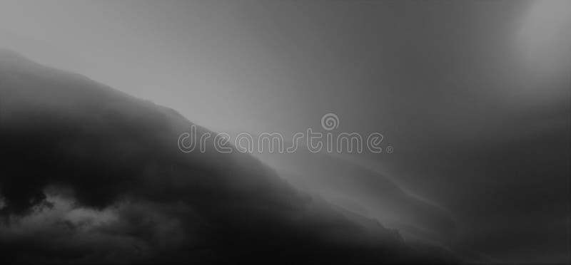 Parte dianteira da tempestade da escuridão fotografia de stock
