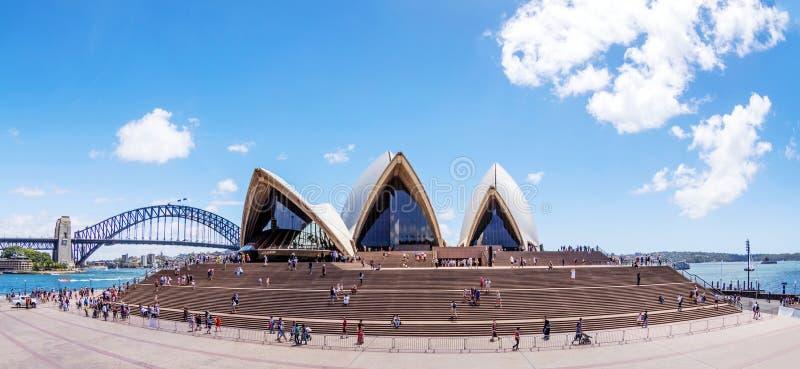 Parte dianteira de Sydney Opera House imagens de stock