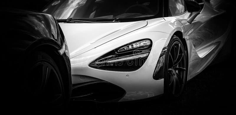 A parte dianteira de um carro super moderno fotos de stock royalty free