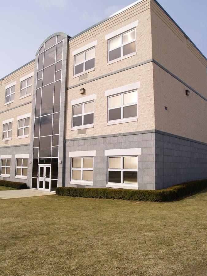 Parte dianteira de um edifício moderno imagens de stock