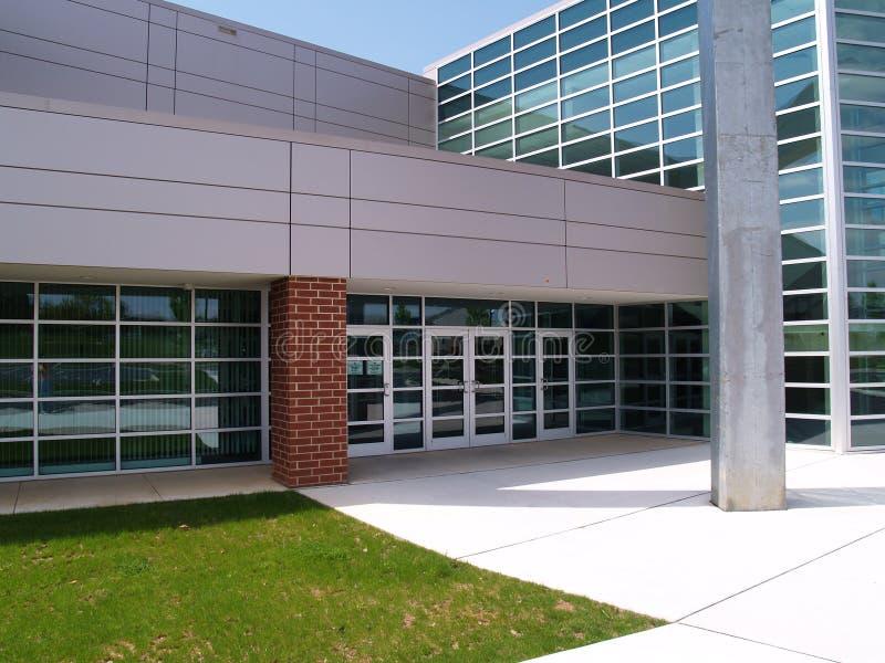 Parte dianteira de um edifício moderno imagem de stock royalty free