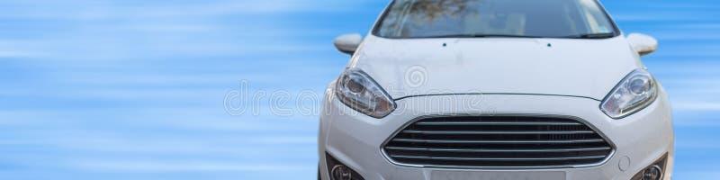 Parte dianteira do carro branco novo fotos de stock