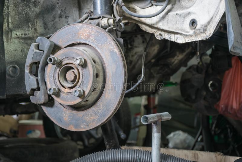 Parte dianteira dos freios de disco do carro imagem de stock royalty free